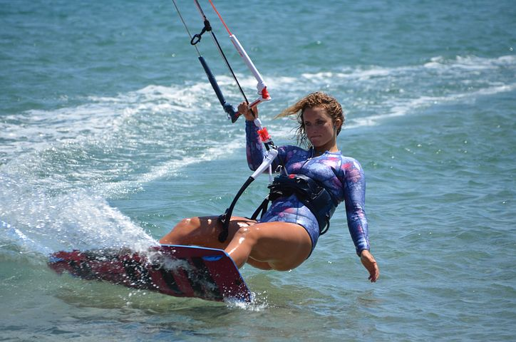 How to Kiteboard with One Hand
